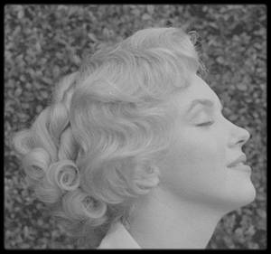 """1956 / Marilyn by Milton GREENE lors du tournage en Angleterre du film """"The Prince and the showgirl""""."""