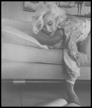 BELLE FIN DE SOIREE A TOUTES ET A TOUS ! (poste téléviseur ayant appartenu à Marilyn en 1962).