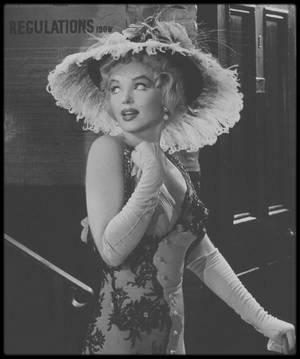 """1956 / Maquillée outrageusement dans cette jolie robe brodée, Marilyn dans une des scènes du film """"The Prince and the showgirl"""" sous l'objectif de Milton GREENE."""