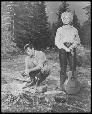 """1953 / Scènes et backstages du film """"River of no return"""", avec MITCHUM et le jeune Tommy RETTIG."""
