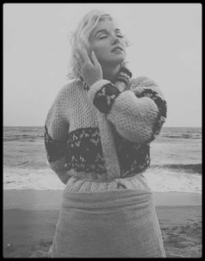 1er Juillet 1962 (Marilyn décédera 1 mois plus tard cette session photos)  / Santa-Monica beach, Marilyn sous l'objectif du photographe George BARRIS (et toujours des photos différentes sur mon blog, aucun doublon).