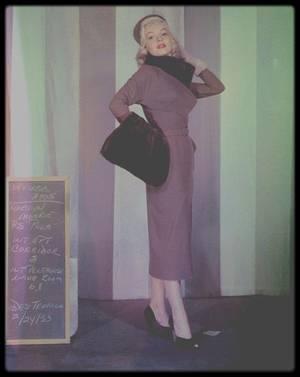 """1953 / Sur le tournage du film """"How to marry a millionaire"""" de Jean NEGULESCO, avec des costumes signé TRAVILLA."""