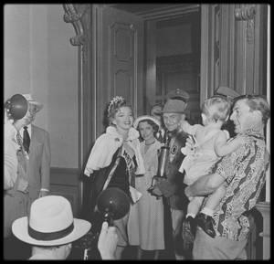 """1952 / """"Cinq mariages à l'essai"""", film de Edmund GOULDING, où pour la première fois, Marilyn joue le rôle d'une mère de famille, qui deviendra ensuite Miss Mississippi."""