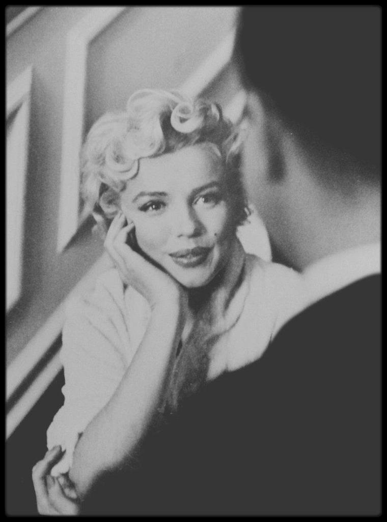 "1954 / Sur le tournage du film ""The seven year itch""."