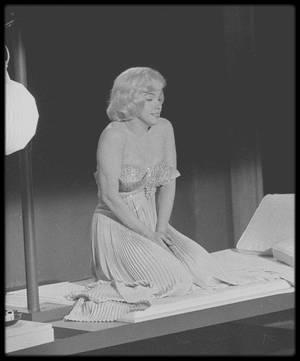 """1960 / Deux versions de la chanson """"Let's make love"""" dans le film du même nom, Marilyn la chantant tantôt avec MONTAND, une autre fois avec VAUGHAN."""