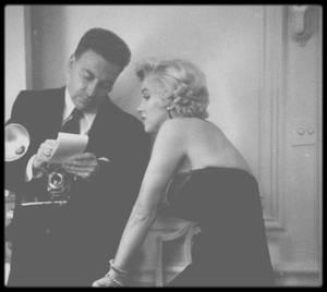 """Septembre 1954 / Press conference au """"St Regis Hotel"""", à New York, pour l'annonce du tournage du film """"The seven year itch"""" ; s'en suivra une soirée au """"Club 21""""."""