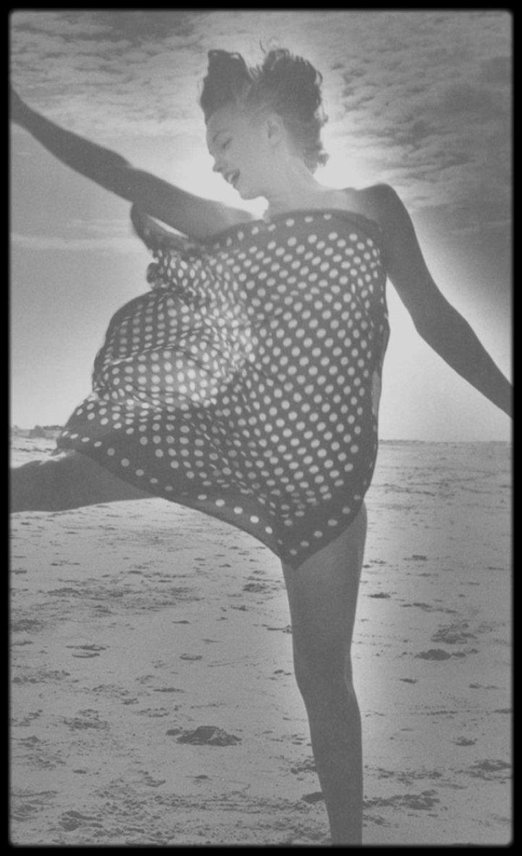 1949 / Tobay beach, ces 8 nouvelles photos de Marilyn vue par Andre DE DIENES.
