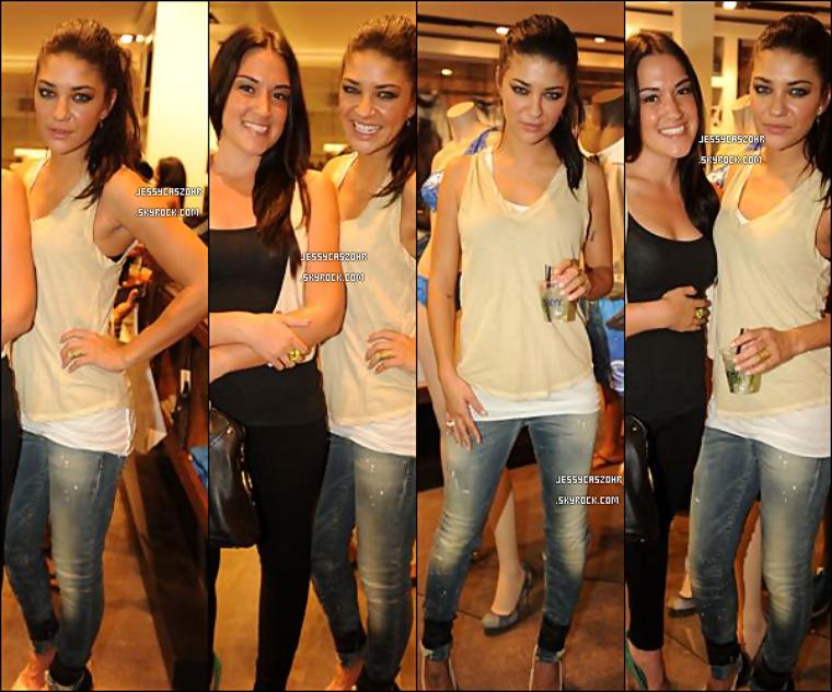 *15/07/2011 - Jessica  était présente  à l'evenement 'Miami swim week' à Miami organisé  par Skyy Vodka .   *