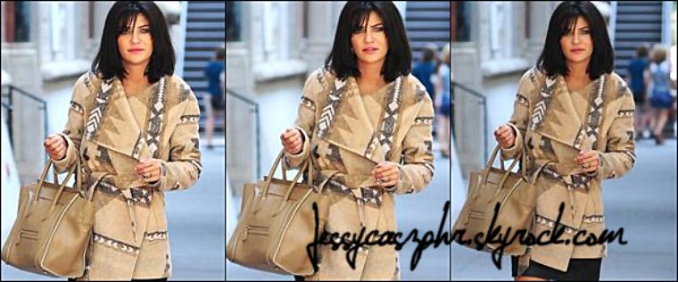 *29/09/2011 *-* Dans la journée Jessica a été aperçue ce marchant dans les rues de New York City. ****TOP ! *