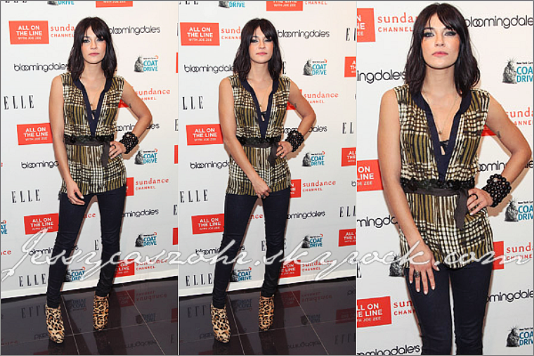 *30/11/11 - Jessica en compagnie de l'actrice Piper perabo était à l'event 'New York Cares Coat Drive' à New York - *