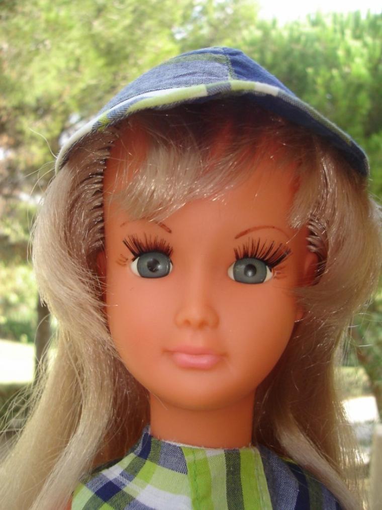 Dolly en tenue Promenade