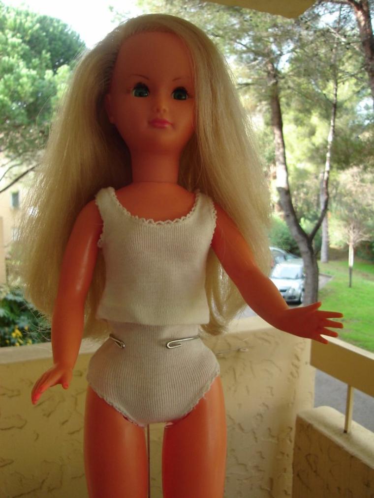 vêtements Dolly et inconnus