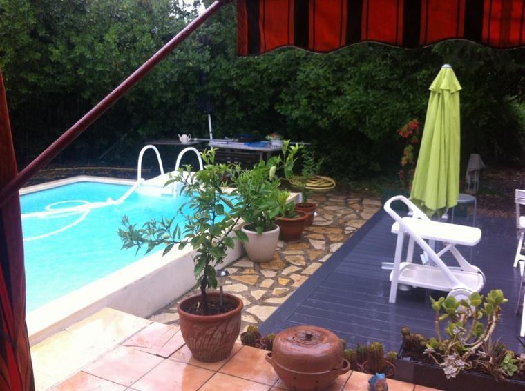 Il faisait beau à paris, il pleut ici...