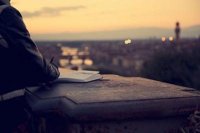 J'inventerai des mots, je deviendrai écrivain ou poète, oh pour toi mon amour, rien n'est trop beau.