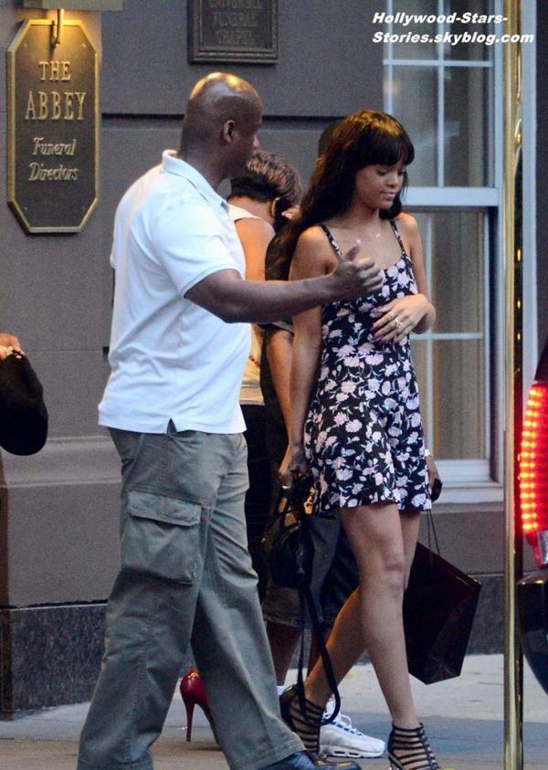 Rihanna sortant de Frank E. Campbell funeral Home où a eu lieu une cérémonie en l'honneur du décès de grand-mére, à New York. Jeudi, 05 juillet