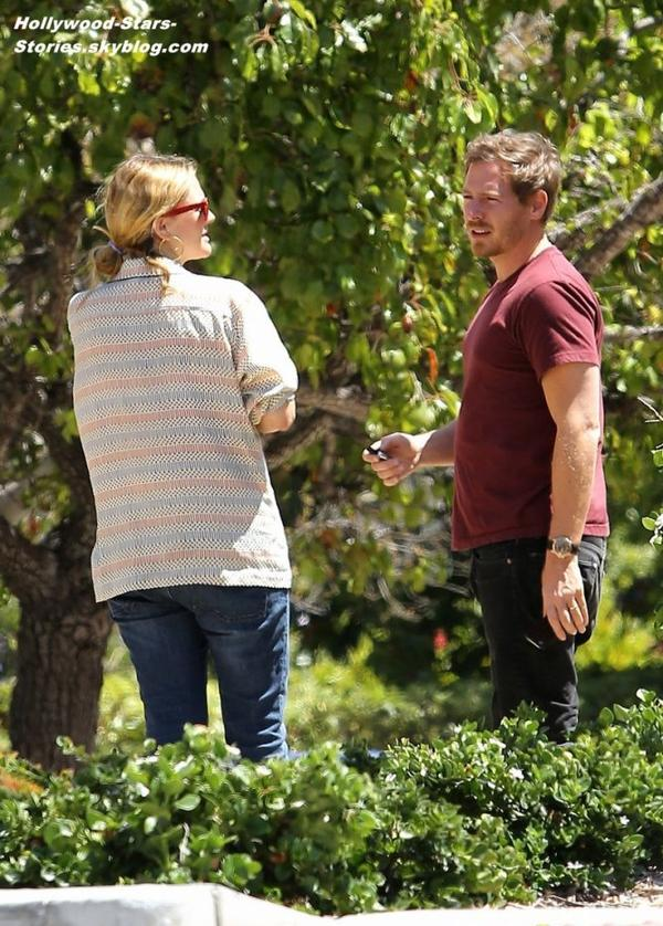Drew Barrymore, enceite, et son mari Will Kopelman faisant du shopping à Montecito, en Californie. Lundi, 02 juillet