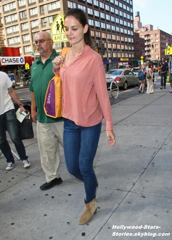 Katie Holmes dans les rues de New York. Vendredi, 06 juillet