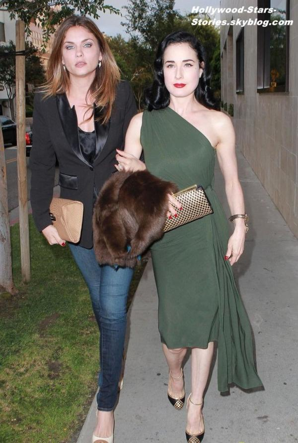 Dita Von Teese est allé dinner avec une amie à l'hôtel Thompson à Beverly Hills, en Californie. Jeudi, 05 juillet