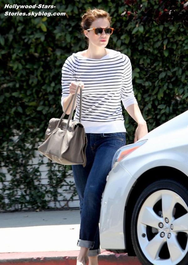 Mandy Moore sortant d'un salon de beauté à Beverly Hills, en Californie. Vendredi, 06 juillet