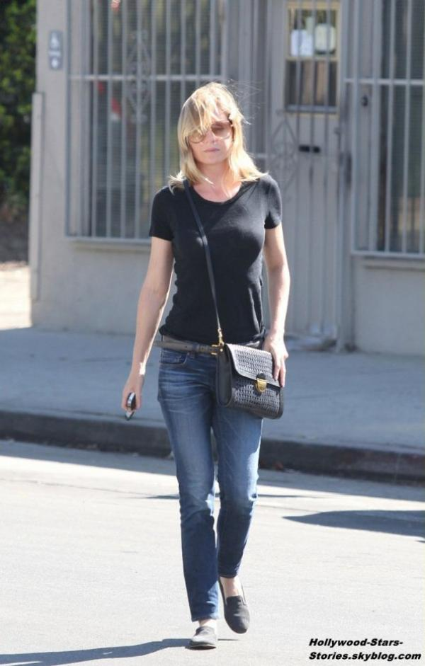Ellen Pompeo faisant du shopping à Beverly Boulevard, à Los Angeles. Vendredi, 06 juillet