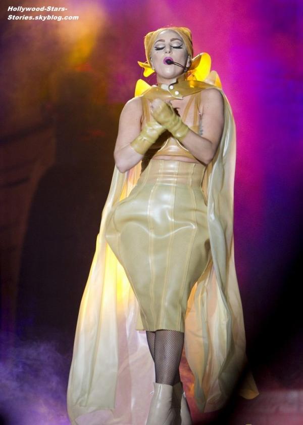 """Lady Gaga su scène pour sa tournée """"Born This Way Ball tour"""" à Perth, en Australie. Samedi, 07 juillet"""