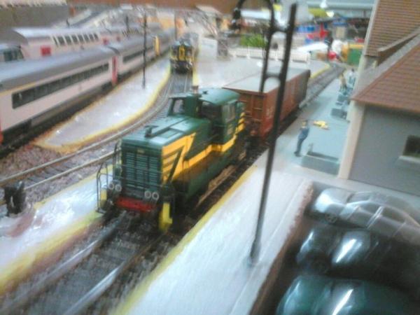 Notre petit locotracteur roco entre en gare