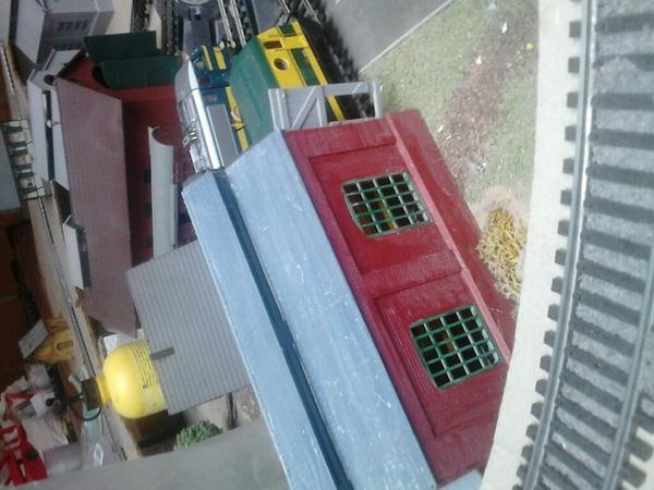 """Notre petite remise à locomotive """" Air Fix """""""