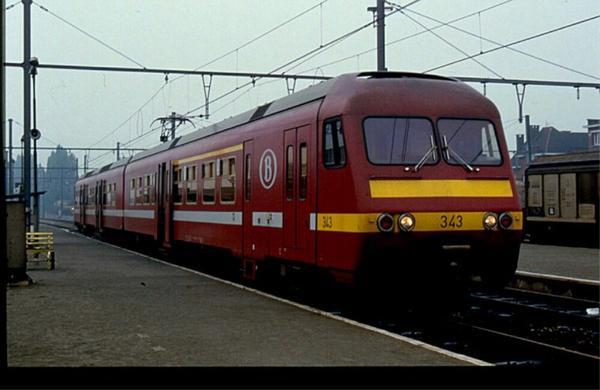 Automotrice AM 343 en livrée Bordeaux