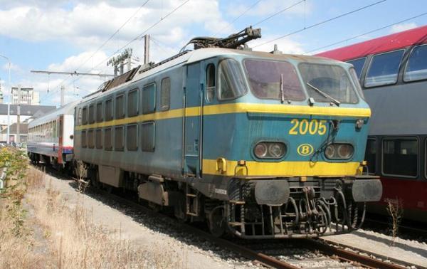 Locomotive électrique série 20 en livrée bleue