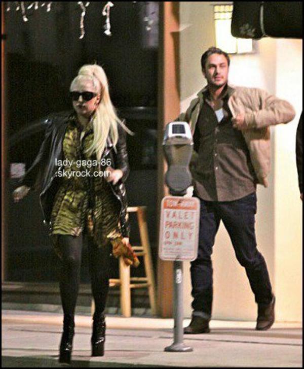 03/02/12 - Lady Gaga et Taylor Kinney aperçus à Los Angeles.