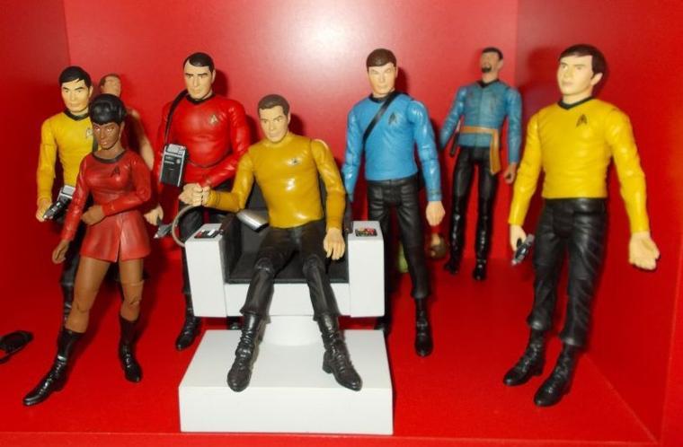 Star Trek - Pouppé et Tirelire Spock - Plus figurines équipage