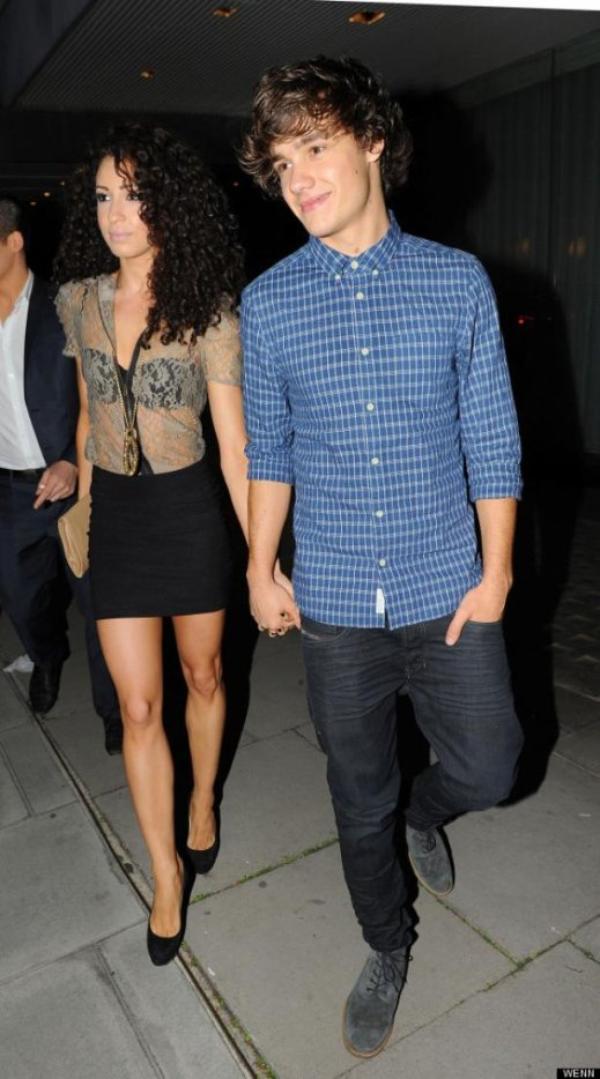 """.  Danielle et Liam ils vont enmenager ensemble !  [/font=cursive]Danielle et son petit-ami Liam Payne ( One Direction ) ont passé une étape importante : ils s'installent ensemble ! Même si ça ne fait pas très longtemps qu'ils ont emmenagé ensemble, tout n'est pas rose pour Liam et Danielle. """"Je dois faire attention à ranger derrière moi, sinon, elle me crie dessus !"""" annonce Liam Payne dans une interview pour le journal anglais """"The Sun"""". Il semblerait que Danielle  soit chanceuse d'être avec Liam  et non pas Harry Styles ou Louis Tomlinson qui sont selon Liam Payne beaucoup plus fainéants que lui quand il s'agit d'agiter le chiffon à poussière. """"L'un est vraiment peu soigné, et l'autre l'est un peu plus, mais quand même. Je suis à vrai dire assez propre !"""" Toutes nos félicitations à Liam et Danielle ! De plus, il semblerait qu'ils n'aient pas encore vraiment eu le temps de s'installer convenablement. """"Je ne suis pas souvent là, et quand j'y suis, ce n'est jamais très longtemps. Ma petite copine y est seule la plupart du temps."""" Espérons que Danielle  ne va pas se lasser de la solitude... Vos impressions?"""