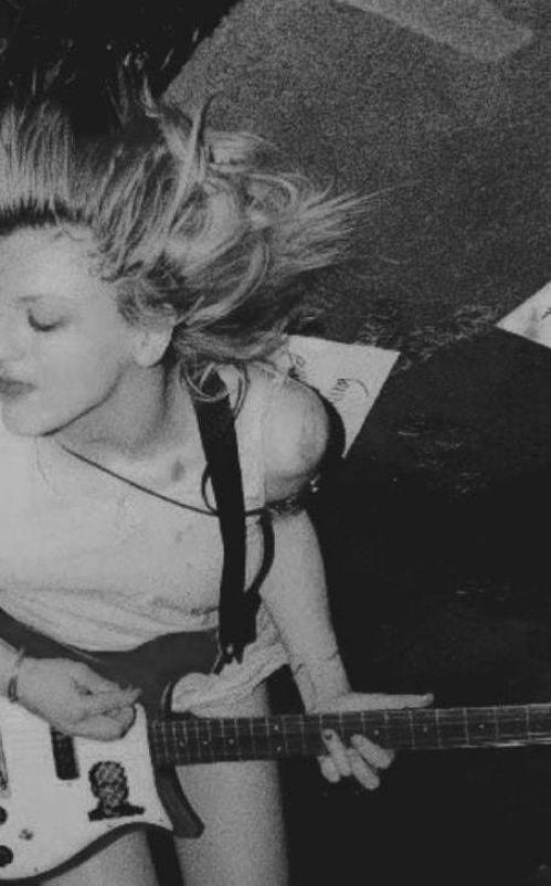 [  Courtney Love ..]