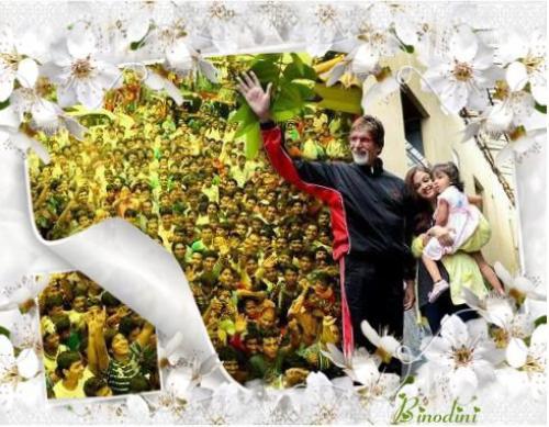 COMME TOUS LES DIMANCHES LA FAMILLE BACHCHAN SALUE LES FANS QUI VIENNENT DEVANT LEUR DEMEURE