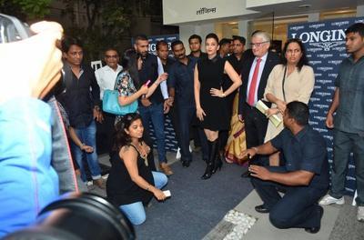 AISHWARYA  RAI  INAUGURE  UNE  NOUVELLE  BOUTIQUE  LONGINES  A  MUMBAI