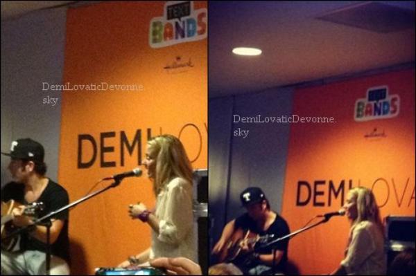 13/07/12 :Soundcheck & Concert à Phoenix, AZ  Après le soundcheck d'hier soir, Demi a donné un petit concert privé. #1