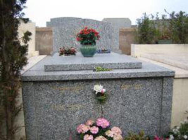 Les Tombes Célèbres (11815)