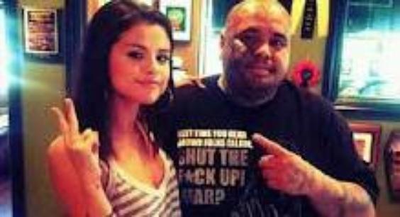 Selena Gomez se met au tatouage.