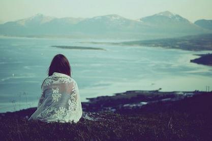† « C'est fini, il ne reviendra pas. C'est trop tard. Il a fini de jouer, fini de faire semblant. Cela ne lui apporte plus rien. Tout s'est arrêté il y a bien longtemps, alors arrête de croire que c'est encore possible. Il n'a plus envie de s'amuser avec toi, de te dire de fausses promesses, il s'est lassé, tu comprends ? Tu ne peux rien contre le temps qui passe.. » †