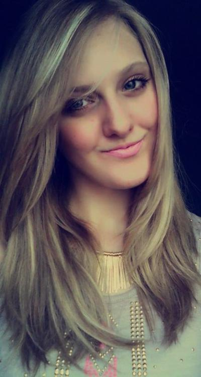 [On utilise le sourire pour résoudre des problèmes, et le silence pour les éviter..]