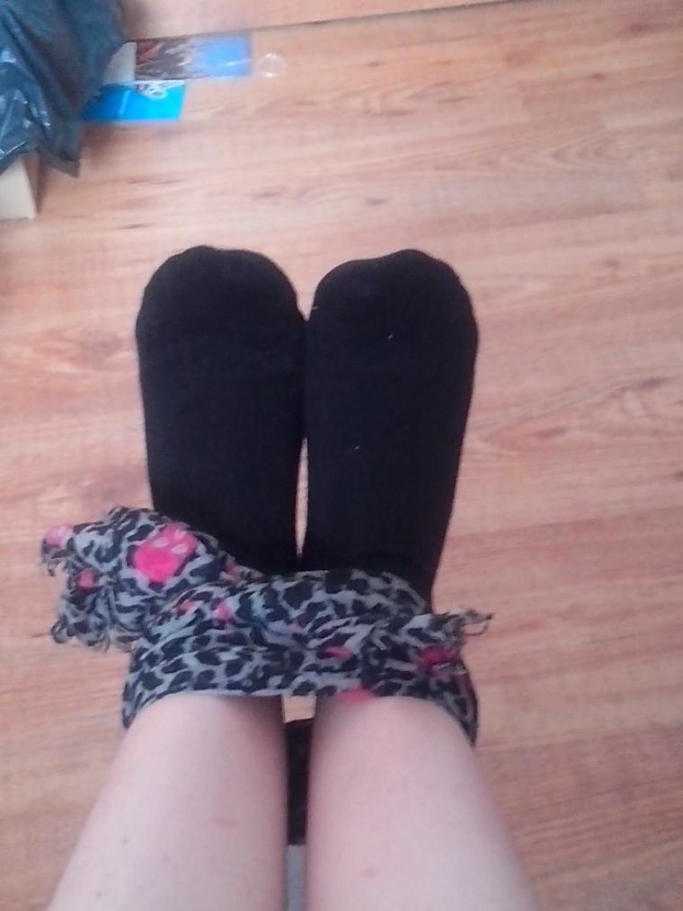 Partie 2 : les plantes de pieds de Thelulu28 toujours en chaussettes  ;)