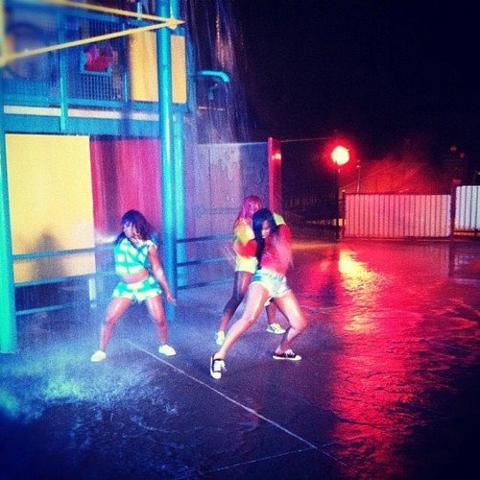 Les OMG Girlz sur le tournage de WTBA (l)