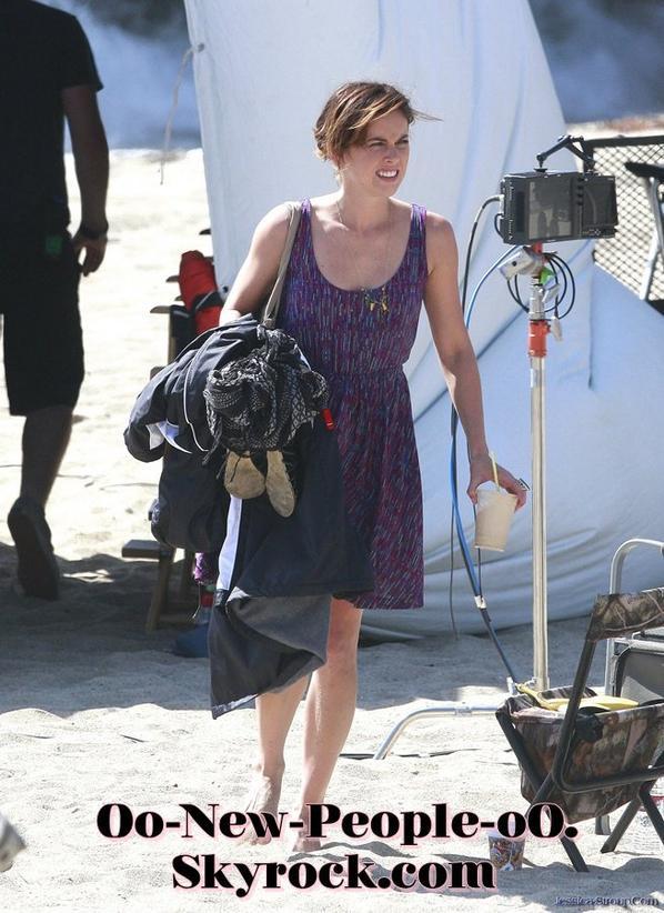 19.08.2011 - Reportage Photos : Jessica Stroup, la star de 90210 a un gros problème avec sa culotte !
