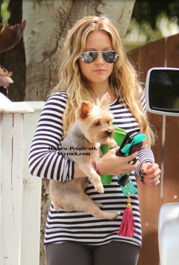 29.08.2011 - Reportage Photos : Hilary Duff, enceinte, elle souffre terribleme nt de la chaleur !