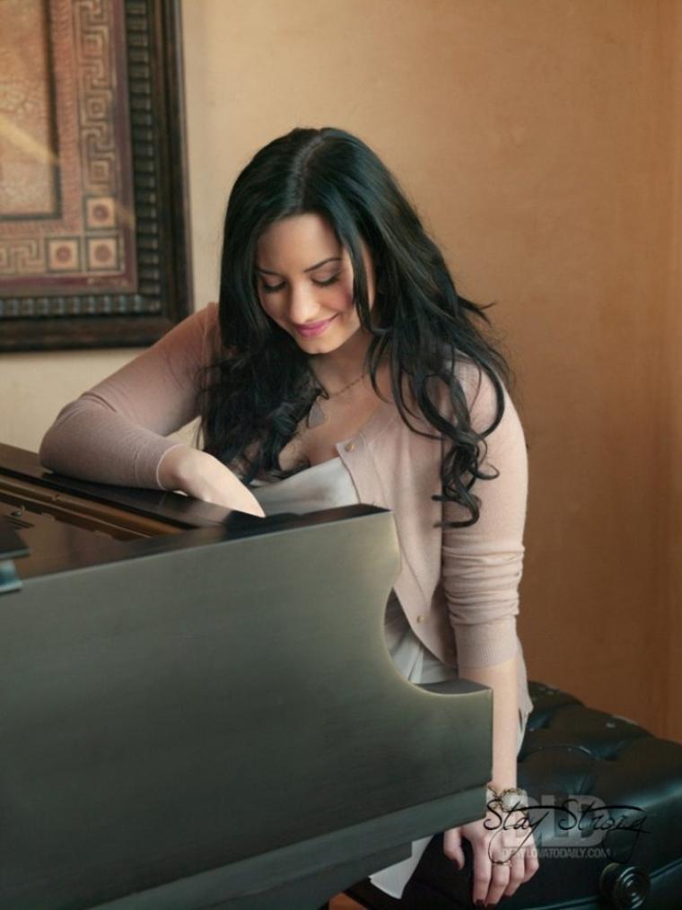 Demi Est Son Piano!