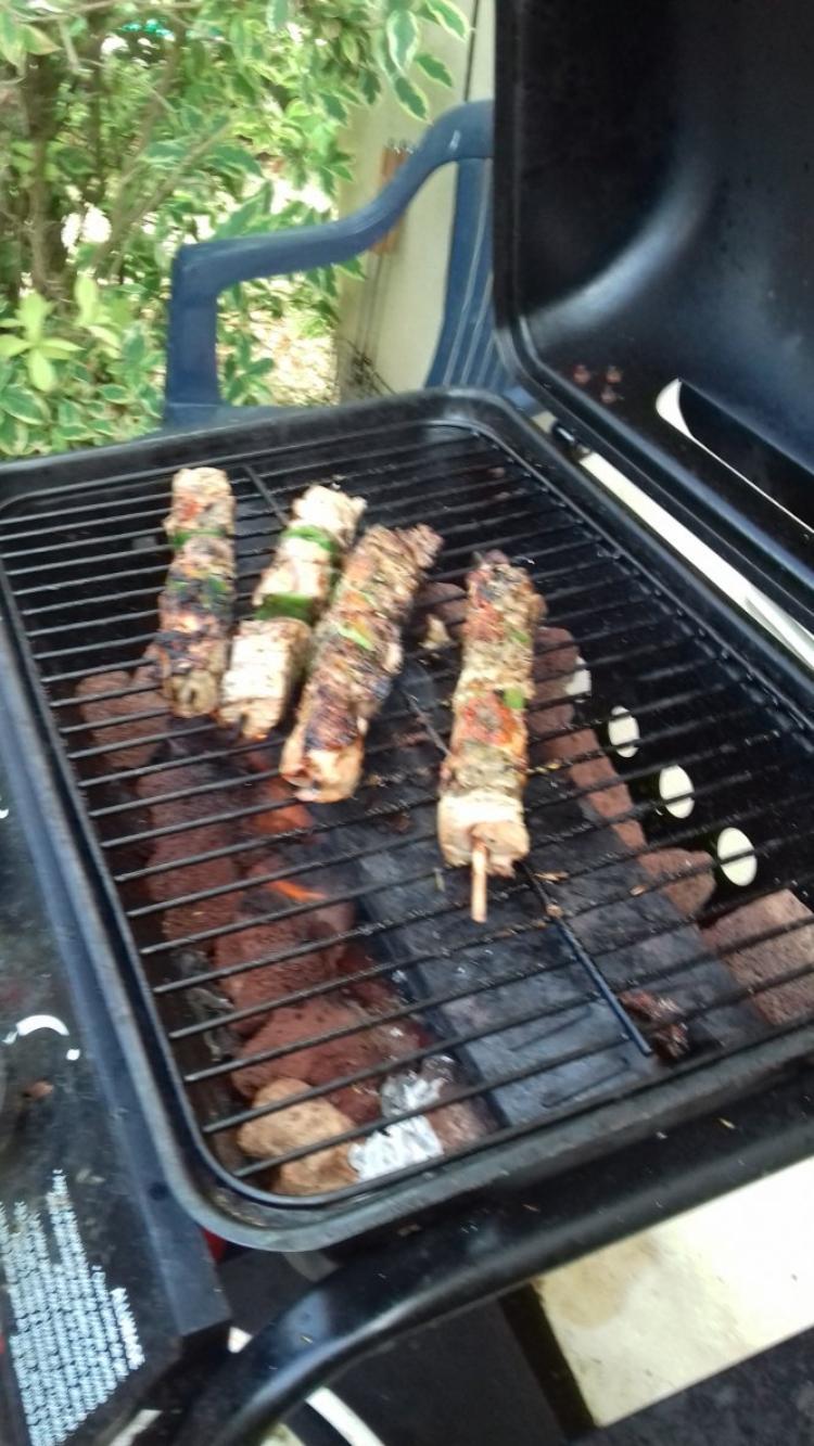 petit barbecue ce midi parmi les hortensias