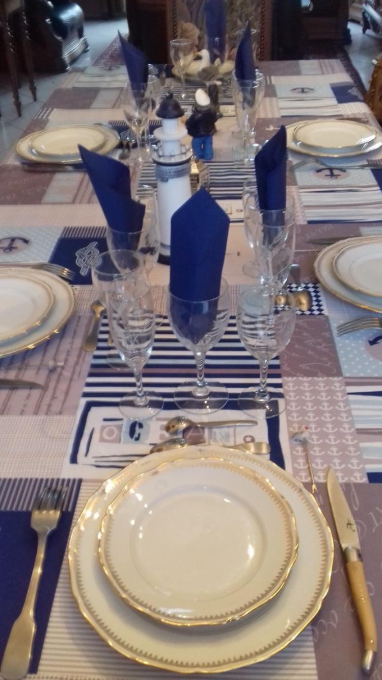 voila la table est dressee pour le repas avec mes enfants sous le signe de la mer