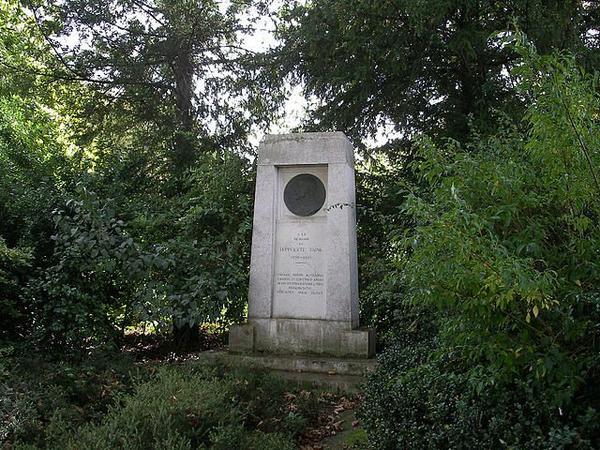 Parcs et Jardins Parisien _ _ Square d'Ajaccio