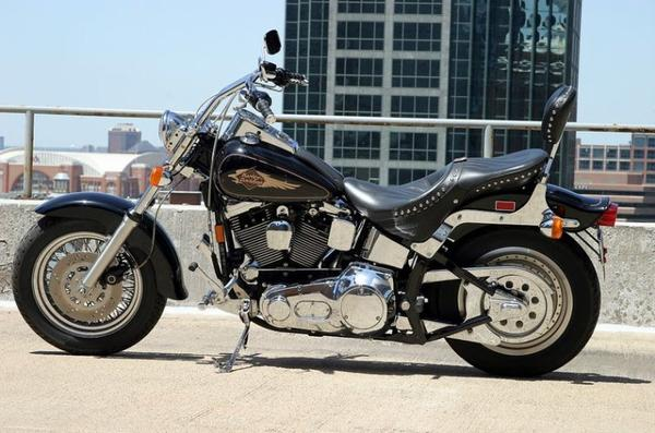 Motos et cycles du monde _ _ Harley-Davidson