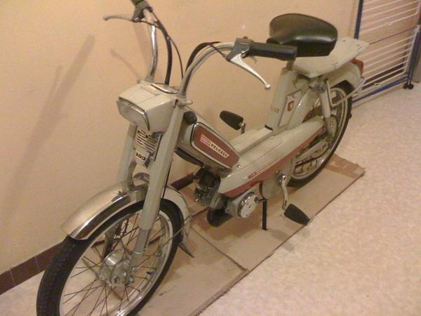 Motos et cycles du monde _ _ Peugeot 103